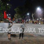 Em Londrina, manifestantes cobram educação para todos